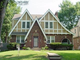 What 39 s a dible tudor at home in kansas city with sarah for Tudor siding